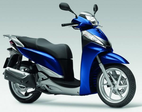 Honda SH 300i ΄10: από 4.220 μέχρι 4.560 ευρώ, αναλόγως έκδοσης