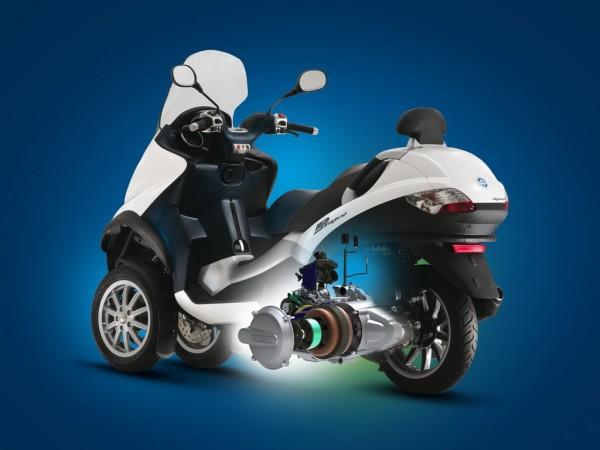 Piaggio MP3 Hybrid 2009: Με συμβατικό και ηλεκτρικό κινητήρα μαζί