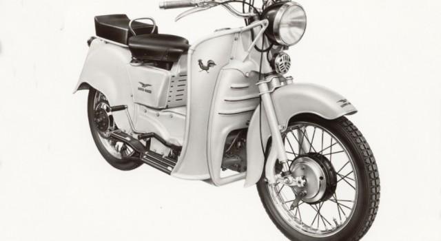 Ένα κοκοράκι στην πόλη Το Moto Guzzi Galleto σχεδιάστηκε από τον ίδιο τον Carlo Guzzi το 1950 και αποτελεί την...
