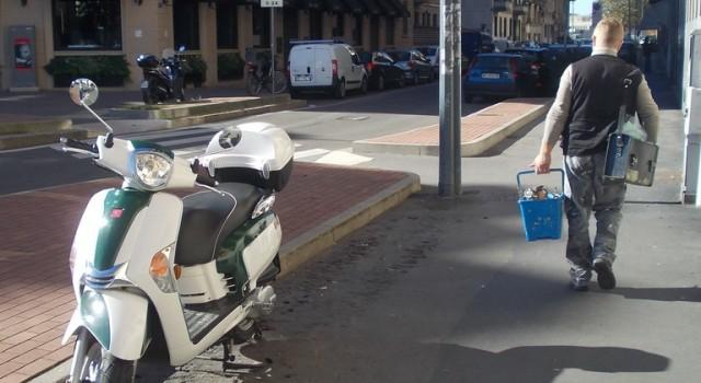 Scooter urbane italiane* Ένα φωτογραφικό αφιέρωμα στα σκουτεράκια που ξεκουράζονται στους δρόμους της πόλης του Μιλάνου. (Κείμενο, φωτογραφίες: Β. Αντζ.) […]