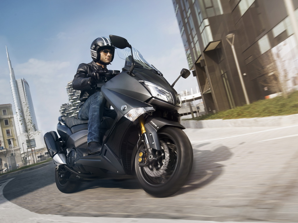 yamaha tmax 530 tmax 530 iron max 2015 scooternet. Black Bedroom Furniture Sets. Home Design Ideas