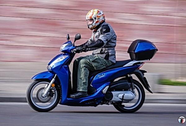 Το μοναδικό σκούτερ που περνάει σήμερα την Euro 4 (μαζί με τα BMW) είναι το Honda SH 300