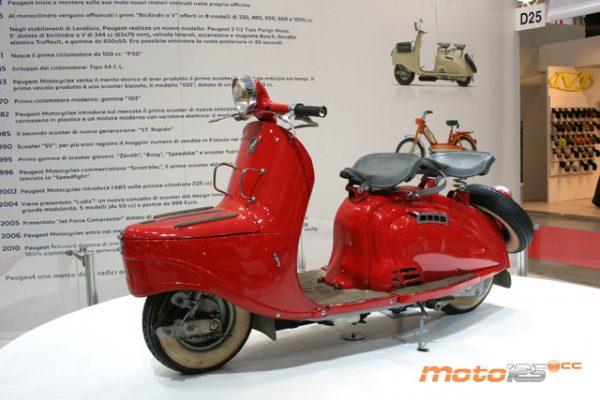 Το κόκκινο χρώμα δεν είναι της εποχής, αλλά μεταγενέστερο (φωτό www.moto125.cc)