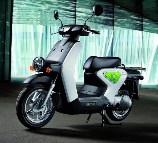 Μικρό, χωρίς αιχμές, φιλικό το Honda EV-neo