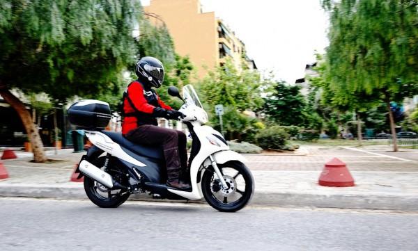 Suzuki UX 150 Sixteen: Σταθερό, με καλά φρένα και αναρτήσεις