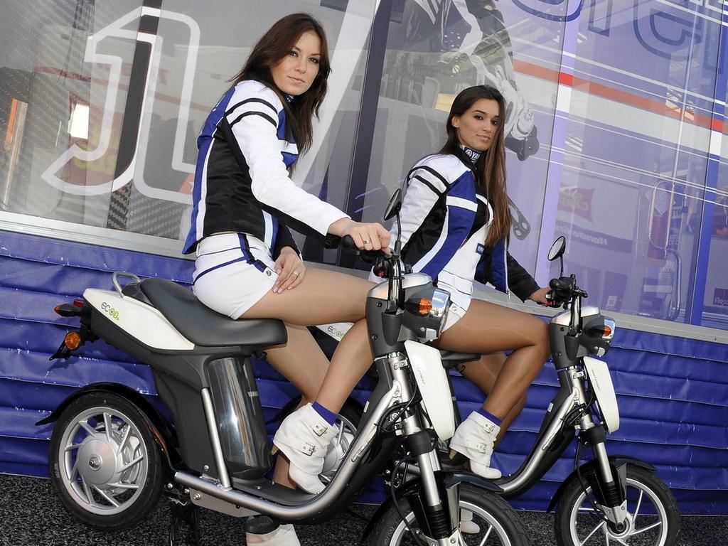Yamaha EC-03, για τους συνεργάτες... και τα μοντέλα της Dorna