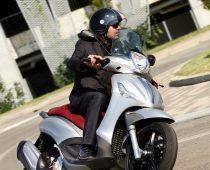MONTEΛΟ 2012: PIAGGIO BEVERLY SPORT TOURING 350