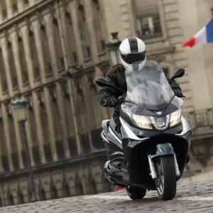 PIAGGIO X10 350, EXECUTIVE: Αποστολή στο Παρίσι