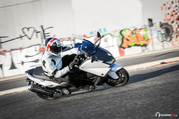 Yamaha TMAX 530: Εμφάνιση, επιδόσεις... respect