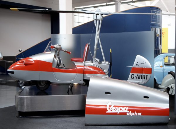 To απίστευτο κατασκεύασμα του Dick Smart στο μουσείο της Piaggio στην Ιταλία