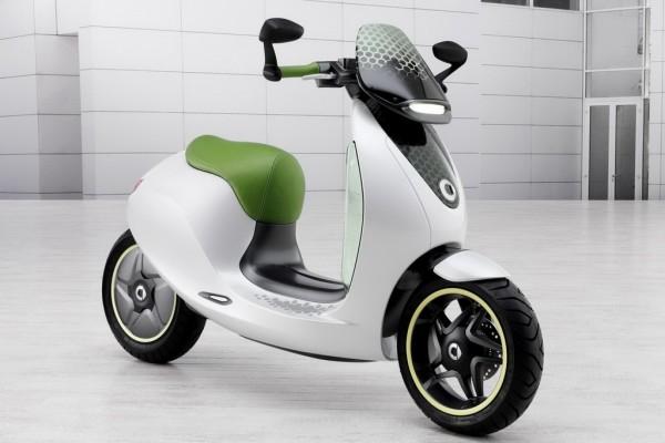 Mercedes - Smart και σκούτερ... ηλεκτρικό