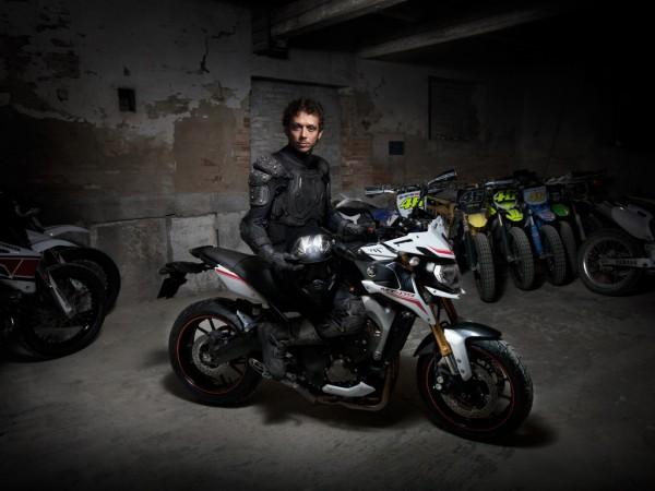 Είχε φανεί η πρόσφατη έντονη δρατηριοποίηση της Yamaha. Εδώ η νεά MT 09 SP με τον Valentino Rossi