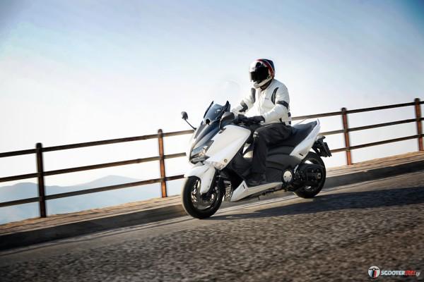 Στα μεγάλα maxi scooter μακράν πρώτο τερματίζει το ΤΜΑΧ 530