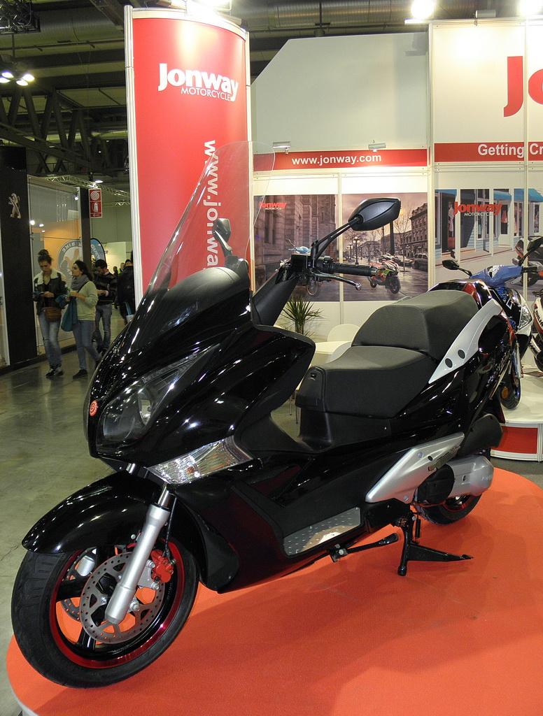 Το Jonway GTS 300 εμφανίστηκε στην EICMA 2013, στο Μιλάνο