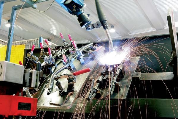 Ρομπότ και εργαλειομηχανές τελευταίας τεχνολογίας στο εργοστάσιο της Tecnigas