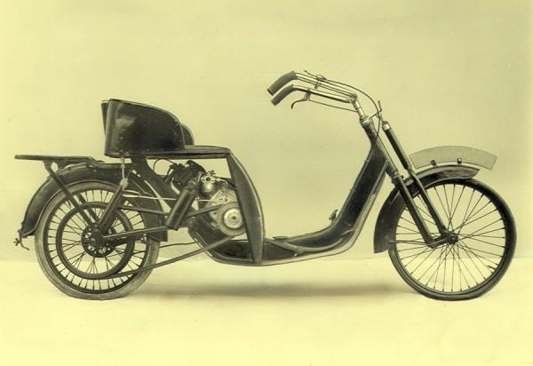 """Μετά, το 1922, ήρθε το μεγαλύτερο και πιο """"σκουτερ"""" DKW Lomos"""