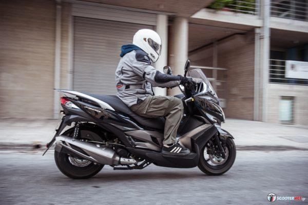 Γωνίες, αιχμές, δυναμικές γραμμές: είναι το Kawasaki J300