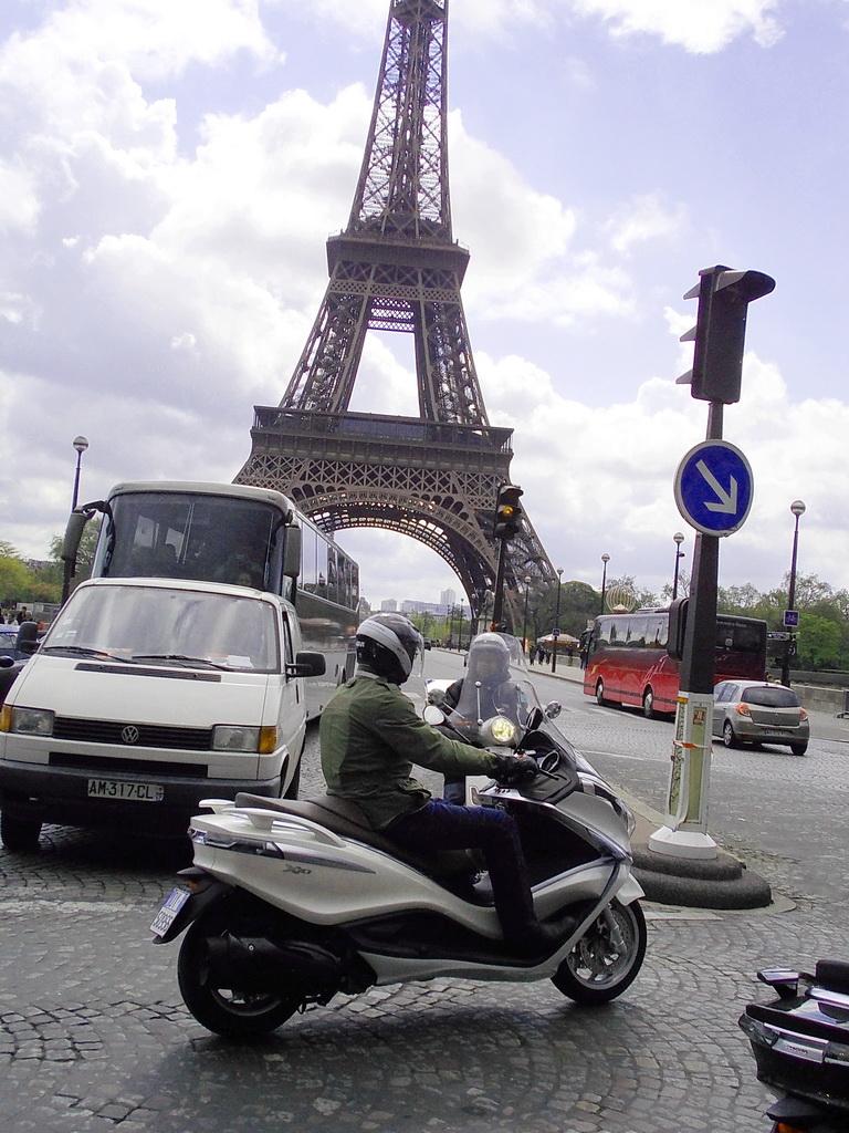 """Κάθε 8 λεπτά ένα σκούτερ """"κάνει φτερά"""" στη Γαλλία"""