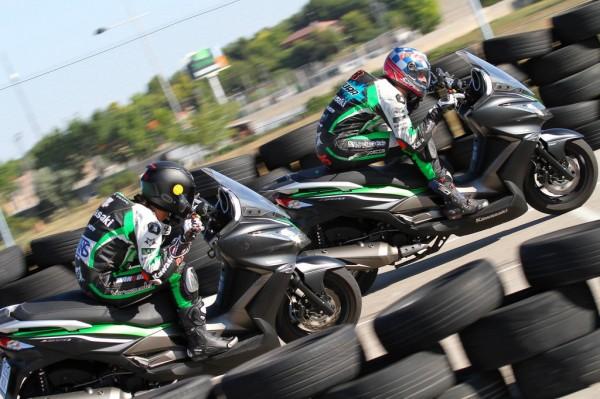 Αν γίνει πρωτάθλημα στην Ισπανία... κάπως έτσι θα πηγαίνουν στις ευθείες τα Kawasaki J300