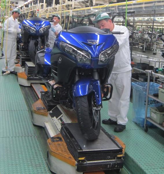 Η GL1800 Gold Wing που έκανε το ρεκόρ βγαίνει από την γραμμή παραγωγής