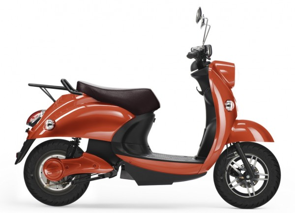 unu-lo-scooter-elettrico-presskit-intermot-2014-productshot-2