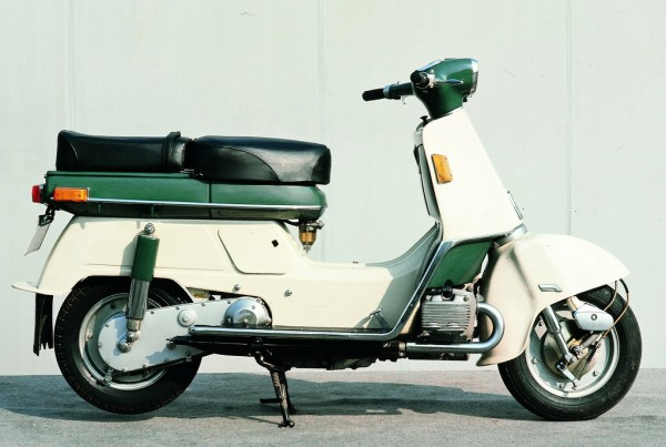 HONDA JUNO M85: Δικύλινδρος, τετράχρονος boxer κινητήρας 125cc