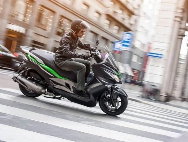 Kawasaki-J300-2015