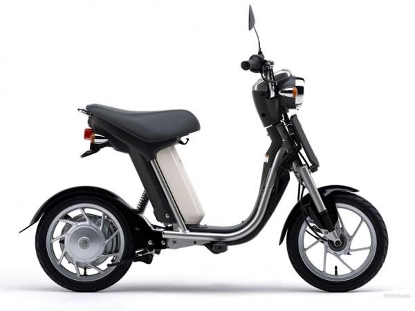 Ηλεκτρικό scooter της Yamaha της δεκαετίας του 2000 με το όνομα Passol