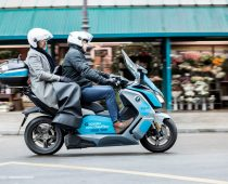 "SCOOTER-TAXI: Γάλλοι ""ηλεκτρο-σκουτερο-ταξιτζήδες"""