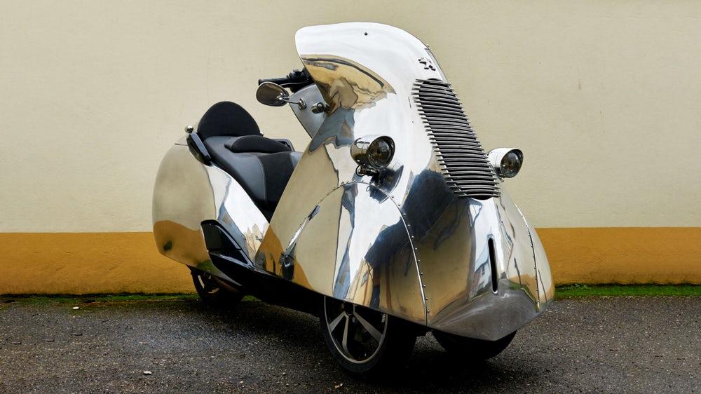 ΕΞΩΦΡΕΝΙΚΑ ΣΚΟΥΤΕΡ: Ένα Peugeot art Deco