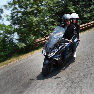 """ΣΥΜΒΟΥΛΕΣ: Aγοράζοντας ένα """"μεγάλο"""" maxi scooter"""