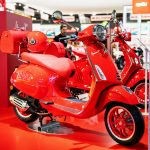 VESPA PRIMAVERA 125 RED, 2020: Mια κόκκινη Vespa για καλό σκοπό